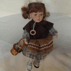 Otras Muñecas de Famosa: MUÑECA PORCELANA. Lote 201292552