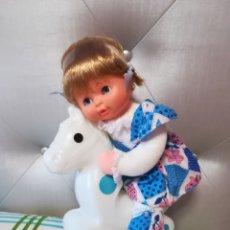 Otras Muñecas de Famosa: MUÑECA MIMI MUSICAL CON CABALLITO. Lote 203783907