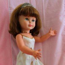 Otras Muñecas de Famosa: PIERINA DE FAMOSA, REINA CON ROPA, ZAPATOS Y CORONA ORIGINAL. Lote 205134107