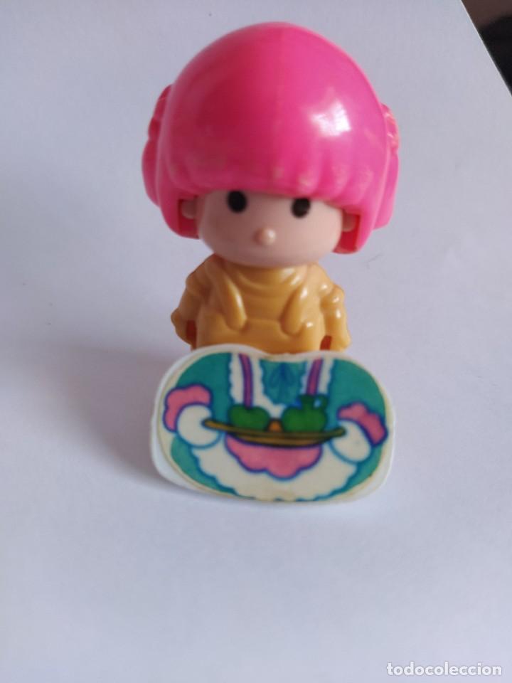 Otras Muñecas de Famosa: Pinypon muñeca con accesorio de ropa de doncella. PinyPon antiguo vintage de los 80 Famosa - Foto 6 - 205600231
