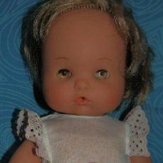 Otras Muñecas de Famosa: FAMOSA,ANTIGUA MUÑECA NENUCA, OJOS IRIS MARGARITA MARRONES, ETIQUETA Nº 1550. Lote 215883180