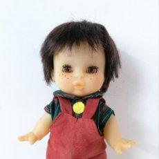 Otras Muñecas de Famosa: MUÑECO MAY FAMOSA CON MONO MARRÓN, MORENO CASTAÑO OJOS MARRONES MIEL AÑOS 80. Lote 218505968