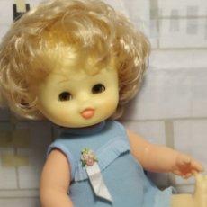 Otras Muñecas de Famosa: PRECIOSA CURRINA OJOS MIEL MARGARITAS. Lote 218582315