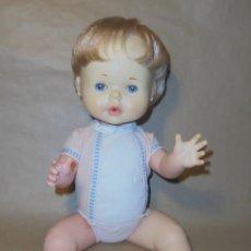 Otras Muñecas de Famosa: MUÑECO BABY PIS DE FAMOSA - 1972 - AÑOS 70 - ROPA ORIGINAL. Lote 218640755