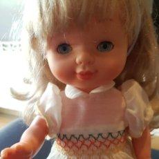 Otras Muñecas de Famosa: MUÑECA CONCHI FAMOSA MUY BIEN CONSERVADA COMPLEMENTOS ORIGINALES. Lote 221562848