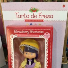 Otras Muñecas de Famosa: MUÑECA TARTA DE FRESA NUM 4. Lote 222318097