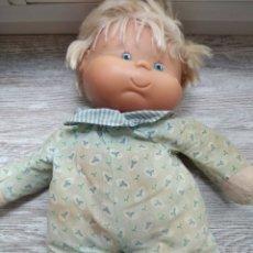 Otras Muñecas de Famosa: PRECIOSA Y ANTIGUA MUÑECA MUSICAL DE FAMOSA. Lote 222558253