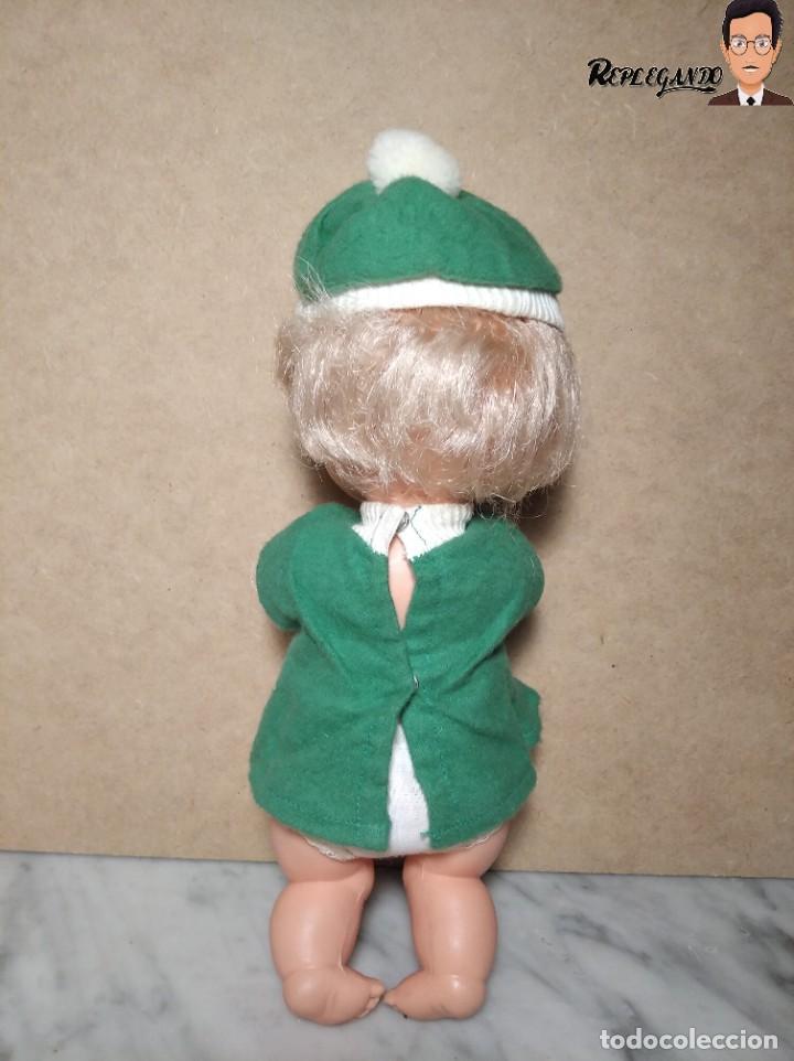 Otras Muñecas de Famosa: ANTIGUA MUÑECA FAMOSA DE 26 CENTÍMETROS (AÑOS 70) PESTAÑAS PINTADAS / GORRO Y VESTIDO VERDE - Foto 6 - 232497580