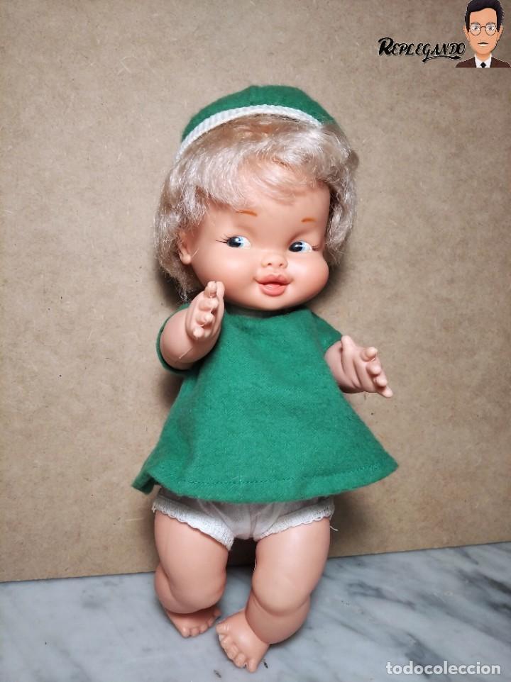 Otras Muñecas de Famosa: ANTIGUA MUÑECA FAMOSA DE 26 CENTÍMETROS (AÑOS 70) PESTAÑAS PINTADAS / GORRO Y VESTIDO VERDE - Foto 13 - 232497580