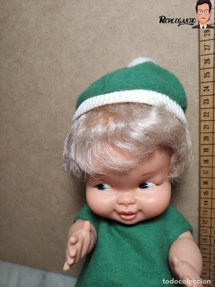 Otras Muñecas de Famosa: ANTIGUA MUÑECA FAMOSA DE 26 CENTÍMETROS (AÑOS 70) PESTAÑAS PINTADAS / GORRO Y VESTIDO VERDE - Foto 14 - 232497580