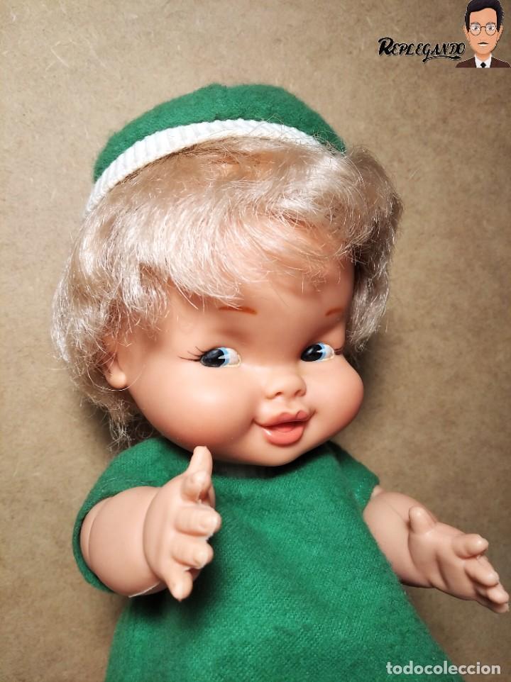 Otras Muñecas de Famosa: ANTIGUA MUÑECA FAMOSA DE 26 CENTÍMETROS (AÑOS 70) PESTAÑAS PINTADAS / GORRO Y VESTIDO VERDE - Foto 15 - 232497580