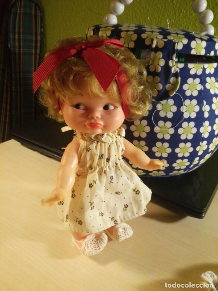 Otras Muñecas de Famosa: Muñeca pupitas FAMOSA con vestido minilacitos jesmar y lazo rojo 1960. - Foto 9 - 182866653