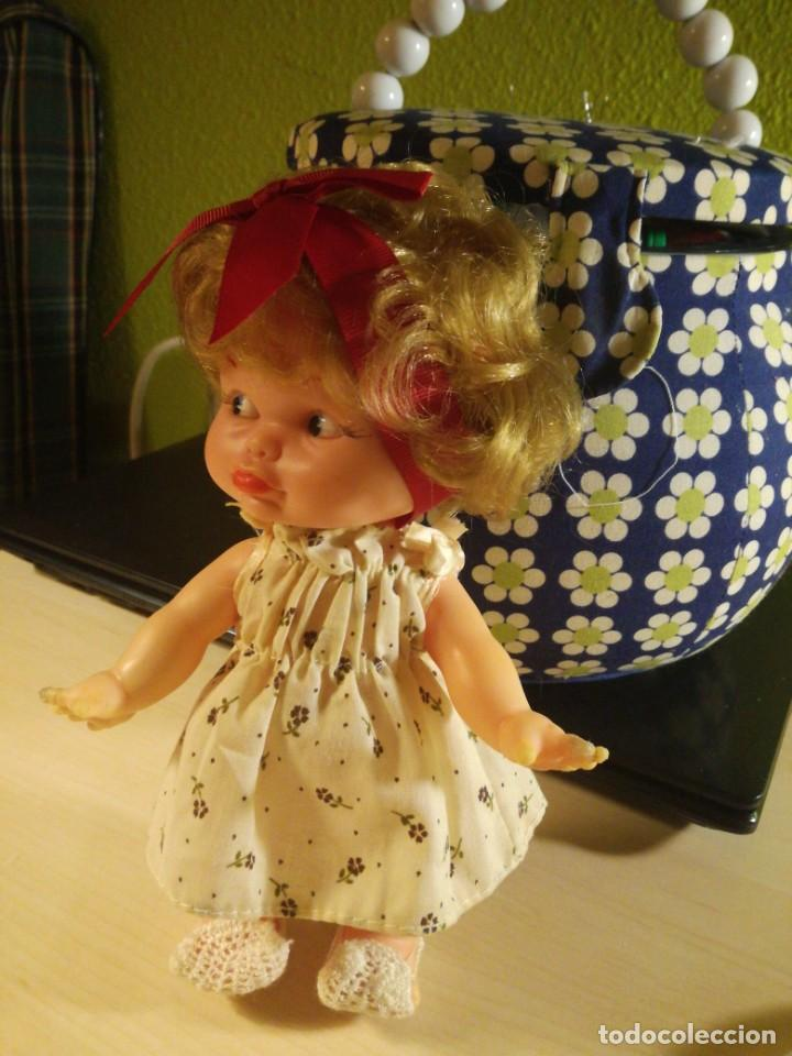 Otras Muñecas de Famosa: Muñeca pupitas FAMOSA con vestido minilacitos jesmar y lazo rojo 1960. - Foto 10 - 182866653