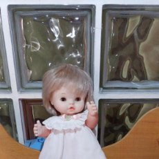 "Otras Muñecas de Famosa: LOTE ""CHIQUITINES DE FAMOSA"" ORIGINAL AÑOS 70. BALANCIN+MUÑECA CHIQUITINA CON VESTIDO ETIQUETA 1950. Lote 244509840"