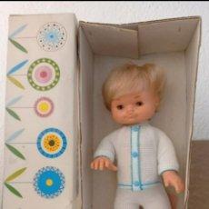 Otras Muñecas de Famosa: MUÑECO FAMOSIN CON SU CAJA.. Lote 246241280