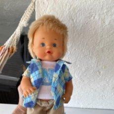 Otras Muñecas de Famosa: MUÑECO NENUCO ORIGINAL FAMOSA COLEGIAL ROPA NENUCO PERFECTO ESTADO. Lote 248754580