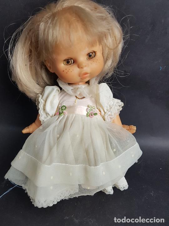 MUÑECA MAY DE FAMOSA COMUNION OJOS MARRONES (Juguetes - Muñeca Española Moderna - Otras Muñecas de Famosa)