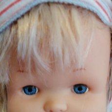 Otras Muñecas de Famosa: MUÑECA NENUCO VESTIDA PIJAMA AÑOS 80. Lote 265986533