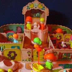 Otras Muñecas de Famosa: CASA MALETIN ANTIGUO DE PIN Y PON DE FAMOSA CON EXTRAS. Lote 295612773
