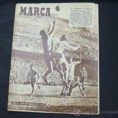 Coleccionismo deportivo: MARCA - Nº 784 -10 DICIEMBRE 1957 - PORTADA, DI STEFANO AL REMATE. Lote 24476222