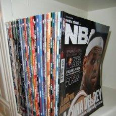 Coleccionismo deportivo: 32 REVISTAS OFICIALES DE LA NBA. Lote 34085625
