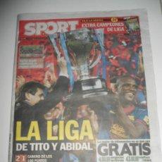 Coleccionismo deportivo: DIARIO SPORT CON POSTER CENTRAL LA LIGA DE TITO Y ABIDAL CAMPEON F.C. BARCELONA 2012 2013 12 13 . Lote 37555675