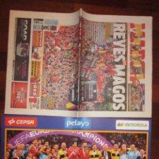 Coleccionismo deportivo: MARCA CAMPEONES DEL MUNDO DE FUTBOL AÑO 2012, CON POSTER Y DIARIO DEL DIA SIGUIENTE DEL PARTIDO. Lote 32958787