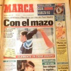 Coleccionismo deportivo: MARCA. 1993. HIERRO AMENAZA A MENDOZA CON IRSE DEL REAL MADRID. CON EL MAZO.. Lote 47952026