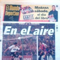 Coleccionismo deportivo: MUNDO DEPORTIVO. 1998. COPA DEL REY BARÇA 2-1 VALENCIA. EN EL AIRE. Lote 48149980