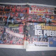 Coleccionismo deportivo: PERIODICO MARCA : LOS CAMPEONES DEL PUEBLO. TODOS A UNA CON LA ROJA. MARTES 13 JULIO 2010*. Lote 50500431
