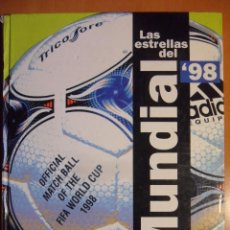 Coleccionismo deportivo: LAS ESTRELLAS DEL MUNDIAL '98. EL AÑO DEL FUTBOL. EL MUNDO DEPORTIVO. TAPA DURA. 136 PAGINAS. COLOR.. Lote 52671155