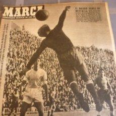 Coleccionismo deportivo: MARCA(28-12-54)1ª,2ª Y 3ª DIV-EN VALENCIA GANÓ EL R.MADRID-TRAVESIA NAVIDAD PUERTO BARCELONA-FOTOS. Lote 56570618