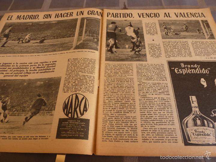 Coleccionismo deportivo: MARCA(7-2-61)LIGA EN 1ª DIVISION,FUTBOL POR EL MUNDO,BRIGHTON-BURNLEY,HIPODROMO ZARZUELA-FOTOS - Foto 2 - 56575142