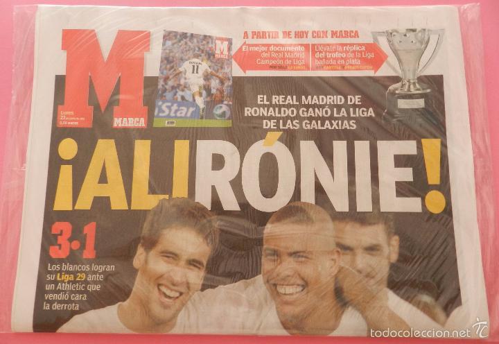 Coleccionismo deportivo: DIARIO MARCA REAL MADRID CAMPEON LIGA 02/03 REPLICA FACSIMIL TEMPORADA 2002/2003 - 32 LIGAS BLANCAS - Foto 2 - 57648438