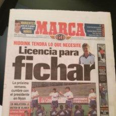 Coleccionismo deportivo: MARCA 18/JULIO/1998 HIDDINK LICENCIA PARA FICHAR. Lote 64336551