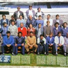 Coleccionismo deportivo: POSTER INEDITO REAL MADRID EN ROPA DE CALLE AÑO 1986. Lote 87416492