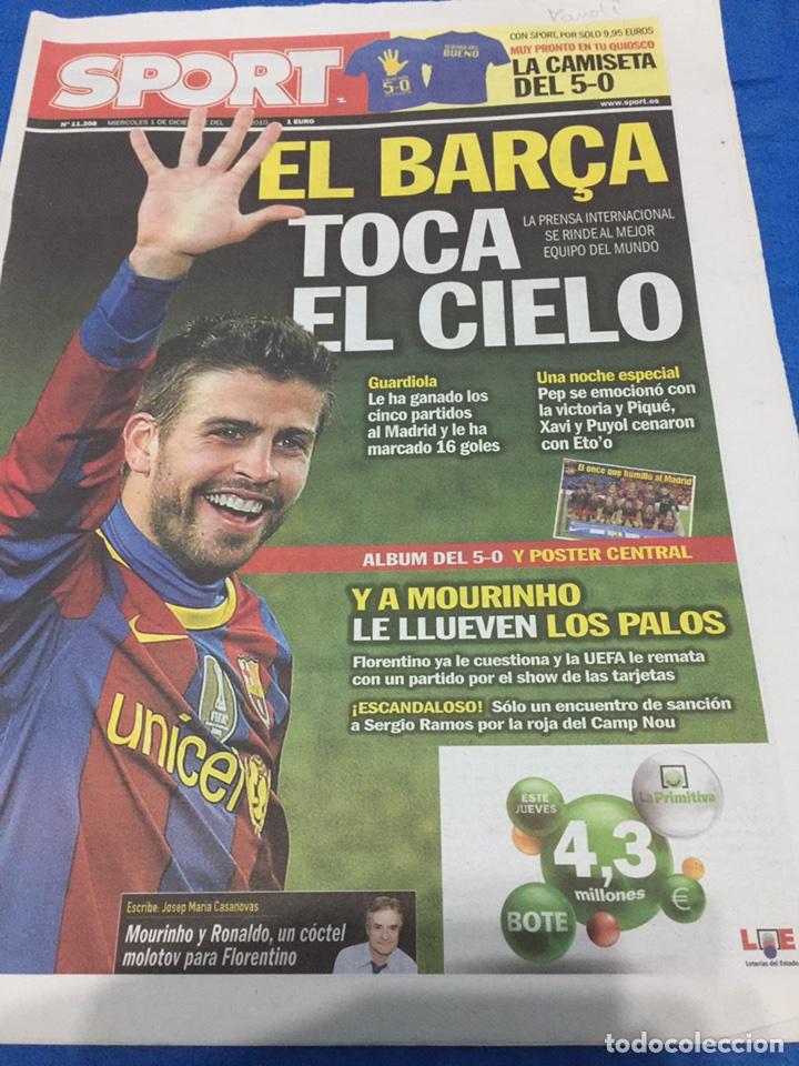 SPORT-1/12/2010. CON PÓSTER DEL 5-0 (Coleccionismo Deportivo - Revistas y Periódicos - Sport)