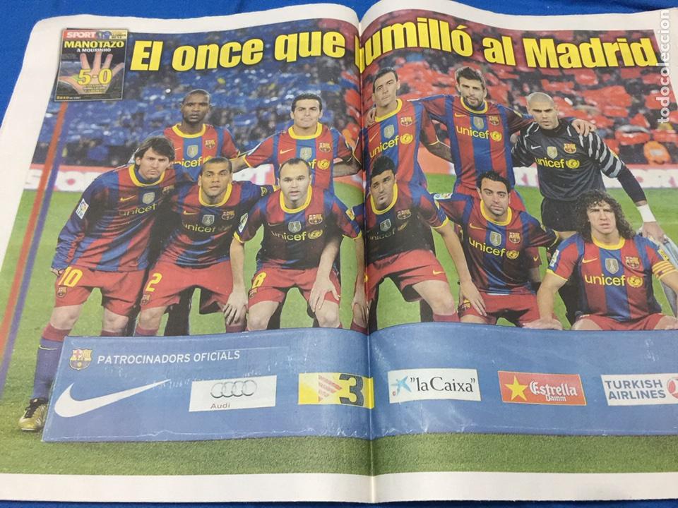 Coleccionismo deportivo: Sport-1/12/2010. Con póster del 5-0 - Foto 2 - 101076438