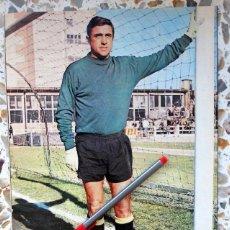 Coleccionismo deportivo: POSTER ANTIGUO DE AS COLOR - BILBAO (PORTERO) - BARACALDO C.F. - FÚTBOL VINTAGE. Lote 103335203