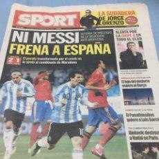 Coleccionismo deportivo: SPORT.15/11/2008. NI MESSI FRENA A ESPAÑA. Lote 103787254