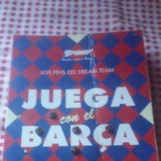 Coleccionismo deportivo: LOS PINS DEL DREAM TEAM - JUEGA CON EL BARÇA , CONTIENE 20 PIN, FC. BARCELONA. Lote 105111947