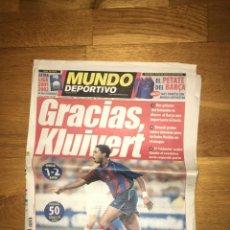 Coleccionismo deportivo: MUNDO DEPORTIVO 27 AGOSTO 2001 BARÇA SEVILLA 1-2 KLUIVERT FC BARCELONA. Lote 107178798