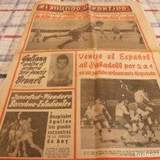 Coleccionismo deportivo: MUNDO DEPORTIVO(21-11-65)ESPAÑOL 2 SABADELL 1,LA LUCHA LIBRE,CASSIUS CLAY VS FLOYD PATTERSON. Lote 107469659