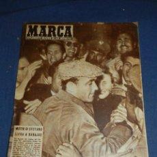 Coleccionismo deportivo: (M21) MARCA NUM 752 MADRID 1957 - PORTADA MISTER DI STEFANO LLEGA A BARAJAS. Lote 107599167