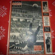 Coleccionismo deportivo: VIDA DEPORTIVA Nº:1000(14-11-64)IRIBAR(SELECCIÓN ESPAÑOLA)ALINEACIÓN R.C.D.ESPAÑOL DE LAS MEJORES. Lote 113240187