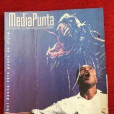 Coleccionismo deportivo: REVISTA MEDIAPUNTA 22 SEPTIEMBRE 2005 EDICION BERNABEU NUMERO 12 REAL MADRID ATHLETIC BILBAO. Lote 115216027