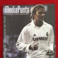 Coleccionismo deportivo: REVISTA MEDIAPUNTA 2 OCTUBRE 2005 EDICION BERNABEU NUMERO 13 REAL MADRID MALLORCA. Lote 115216275
