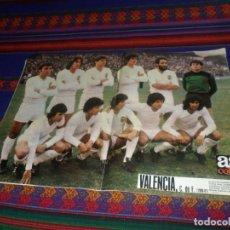 Coleccionismo deportivo: AS COLOR Nº 502 CON PÓSTER VALENCIA C.F. 1980 1981. REGALO LIBRO 75 AÑOS DE GLORIA. AS 1994.. Lote 118883211