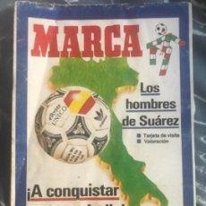 Coleccionismo deportivo: ANTIGUO SUPLEMENTO MARCA LOS HOMBRES DE SUÁREZ FUTBOL LOS MUNDIALISTAS ITALIA 1990. Lote 122905543