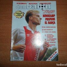 Coleccionismo deportivo: DON BALON 900 POSTER CELTA DE VIGO BERGKAMP BARCELONA SCHUSTER ATLETICO MADRID, MANCHESTER UNITED . Lote 130620418